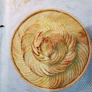 Tarte aux pommes sur pâte brisée
