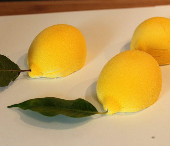 J'ai testé pour vous le moule Silikomart citron + spray velours jaune