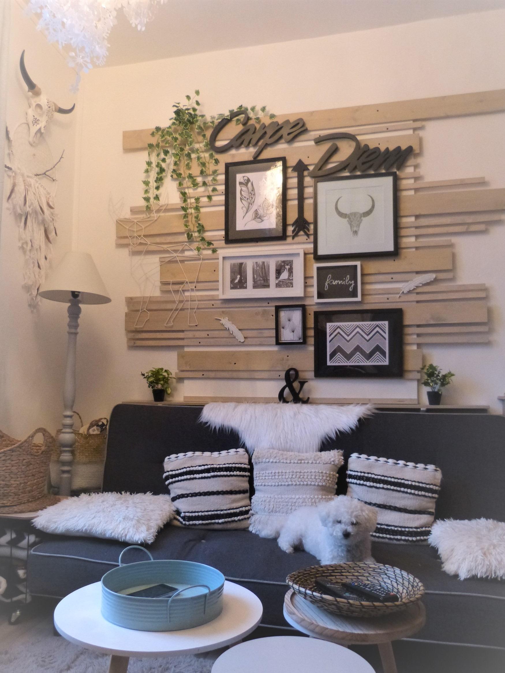 Déco de mur en bois dans le style bohème-ethnique