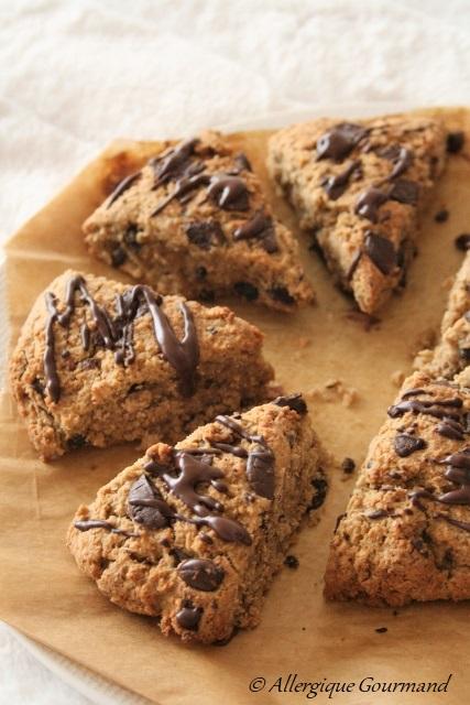 Scones à la fève de cacao et chocolat { sans gluten, sans lait, sans oeufs }