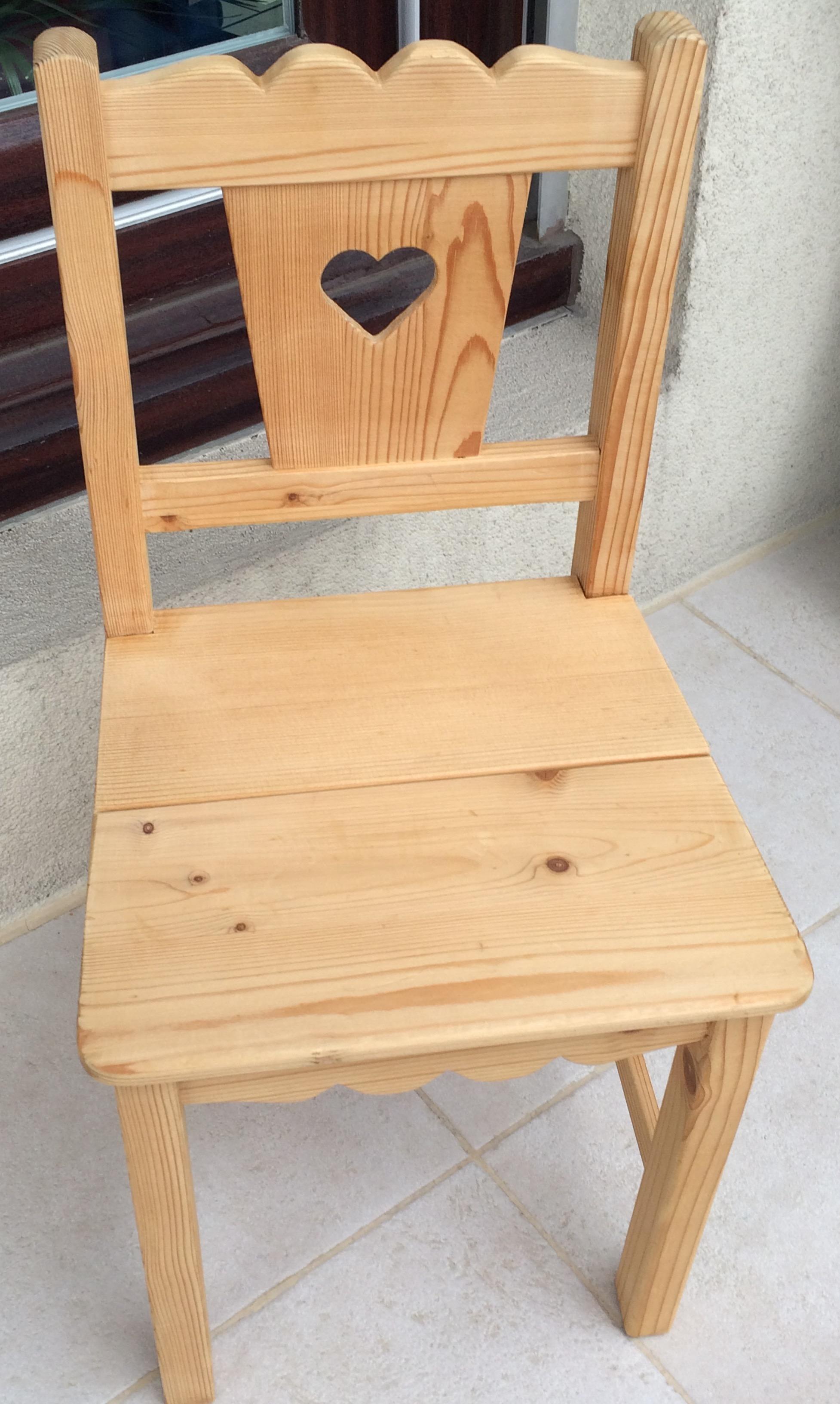 Rénovation d'une petite chaise enfant en pin