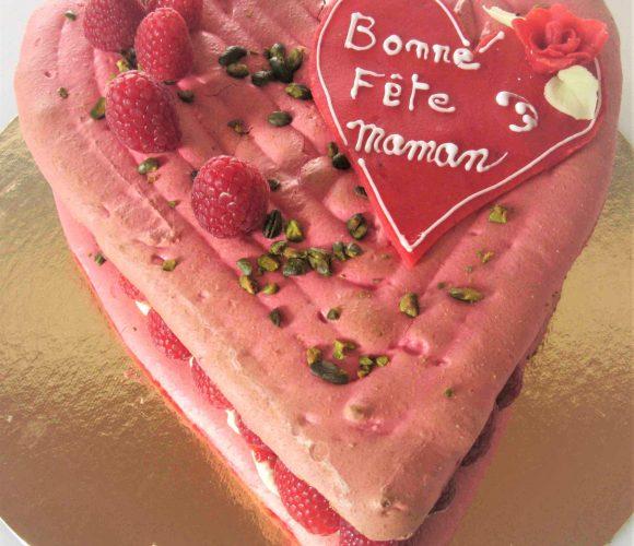 Fêtes des Mamans ! et si vous lui faisiez son gâteau … Macaron framboise et sa délicieuse mousseline à la vanille