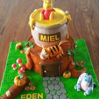Winnie cake design