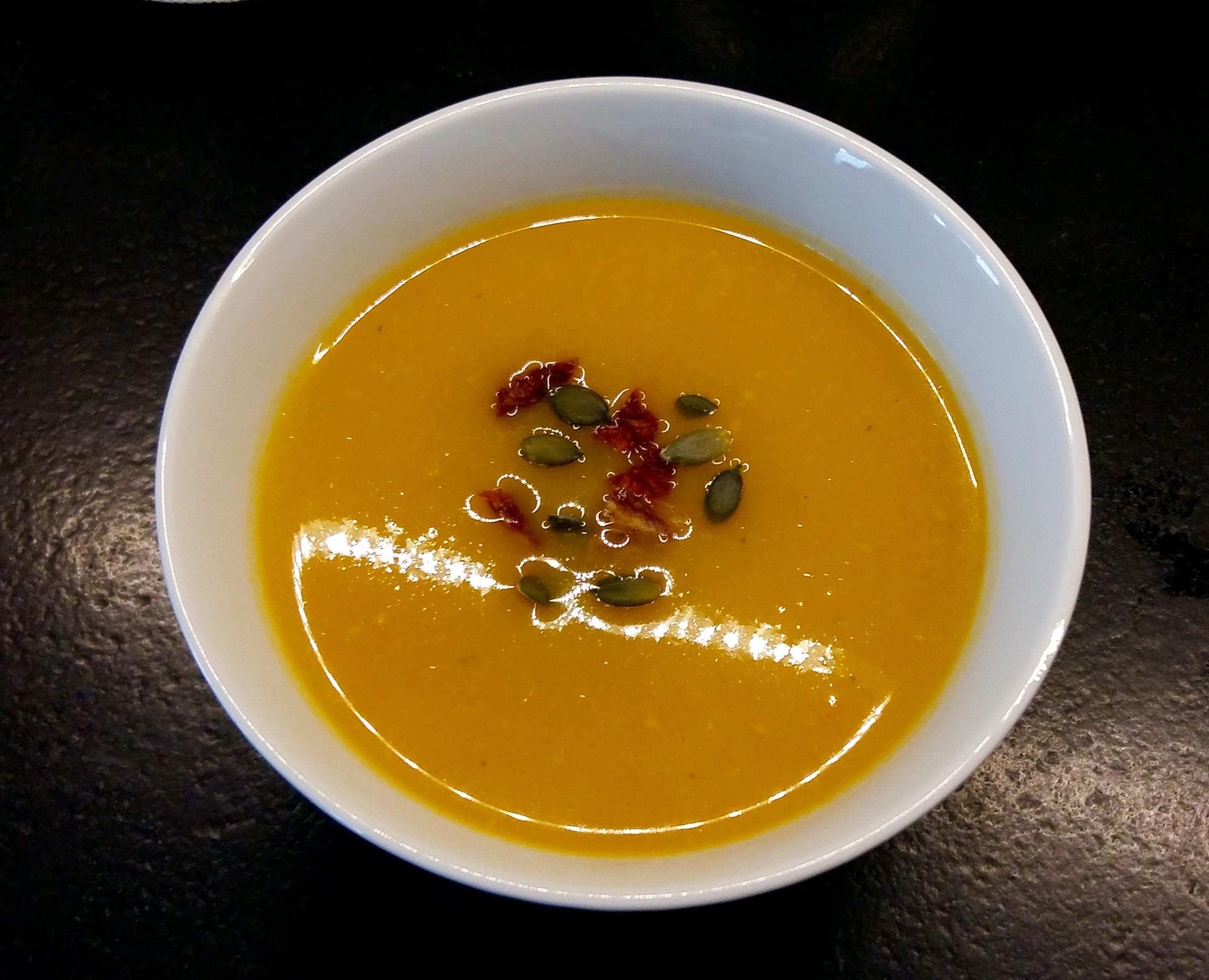 Délicieuse soupe de céleri, carottes et tomates !