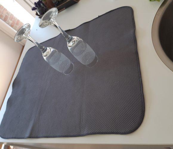 J'ai testé pour vous le tapis d'évier en microfibres