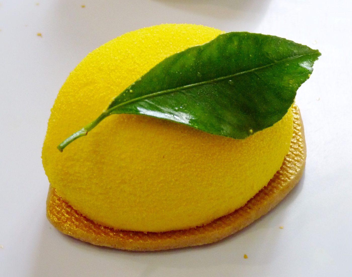 Bavarois intensément citron et cœur de pomme caramélisées