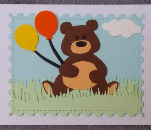carte ours brun dans l'herbe