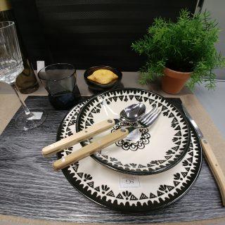 Assiettes noires Tahila
