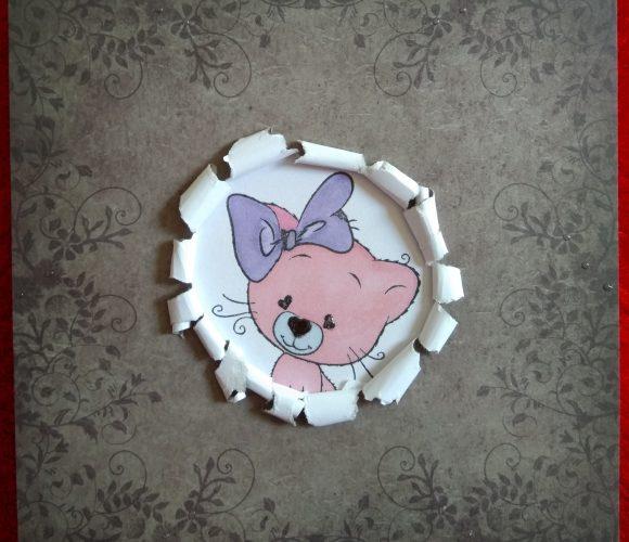 Carte chat qui sort de la tapisserie