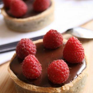 Tartelettes crème au chocolat - framboises { sans gluten, sans lait, sans oeufs }