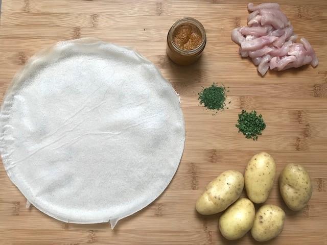 Samoussa à l'écrasée de pomme de terre et poulet tikka massala