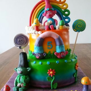 Les Trolls cake design