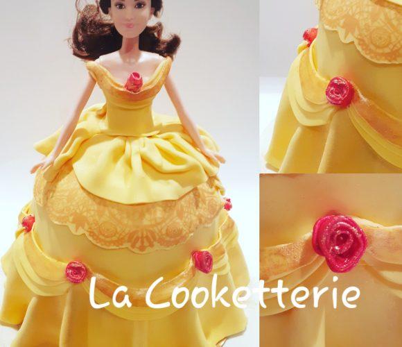 Princesse Disney avec la pâte à sucre jaune