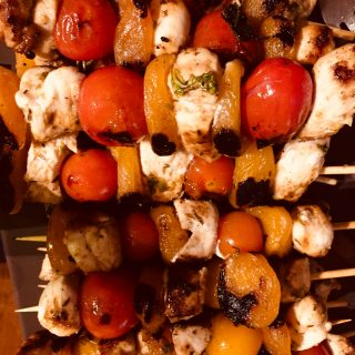 Brochettes poulet, abricots, tomates