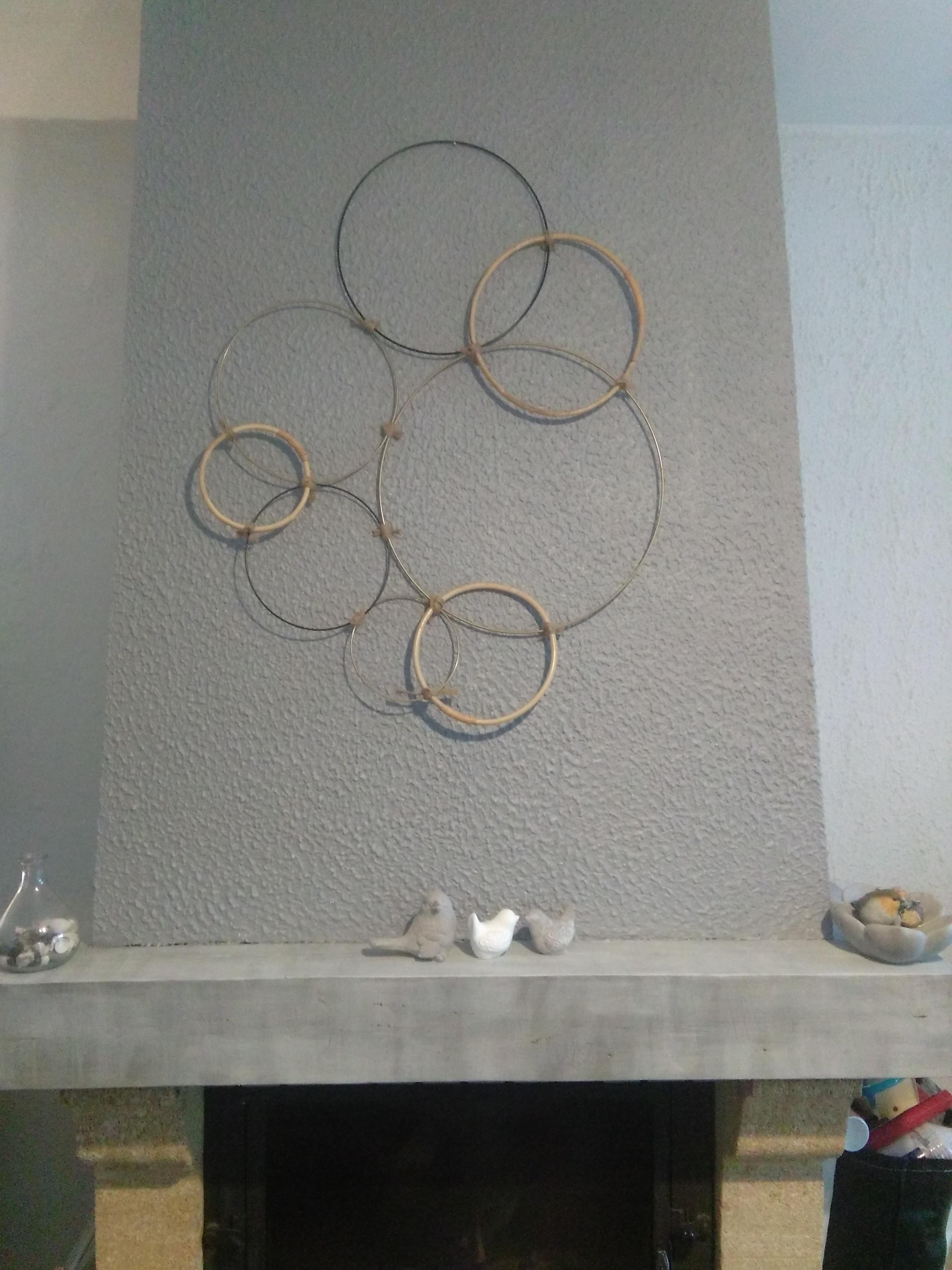 Décorer un mur avec une composition de cercles