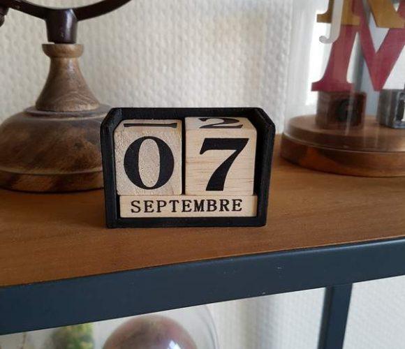 Personnalisation d'un calendrier perpétuel en bois