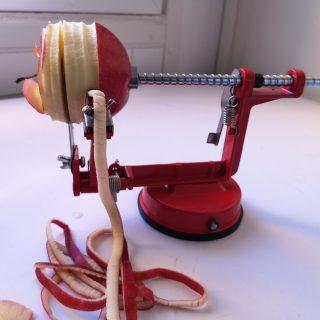 J'ai testé pour vous l'éplucheur à pommes rouge trend up