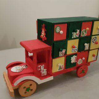 J'ai testé pour vous le calendrier de l'avent : Camion 24 tiroirs bois