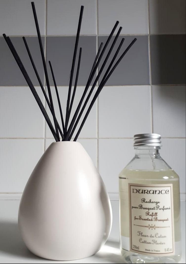 J'ai choisi pour mon amie, le vase bouquet parfumé poire blanc mat.
