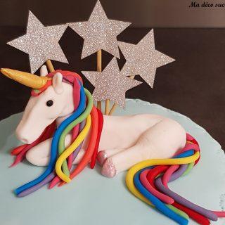 Cake design licorne arc-en-ciel