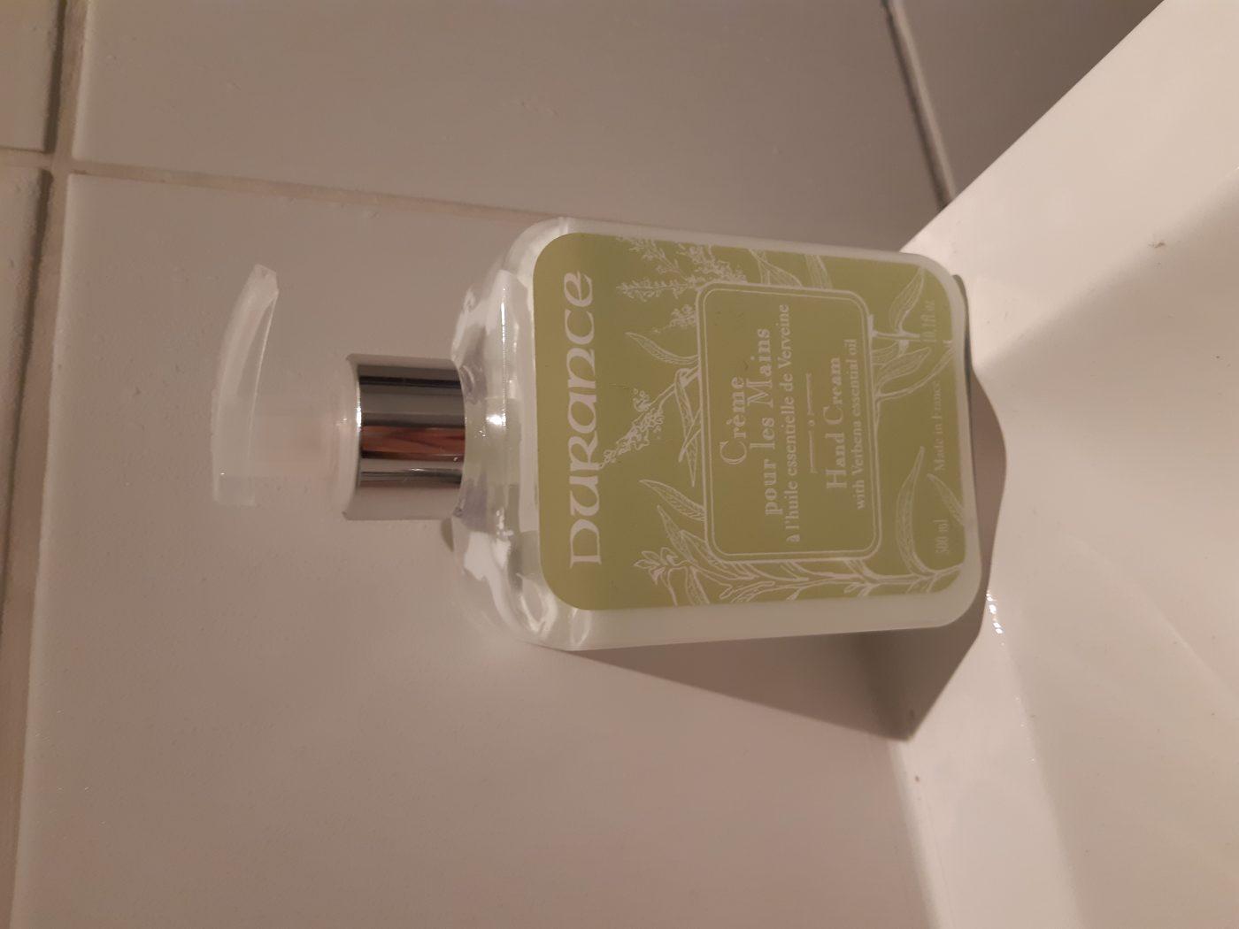 J'ai testé pour vous la crème mains aux huiles essentielles de verveine.
