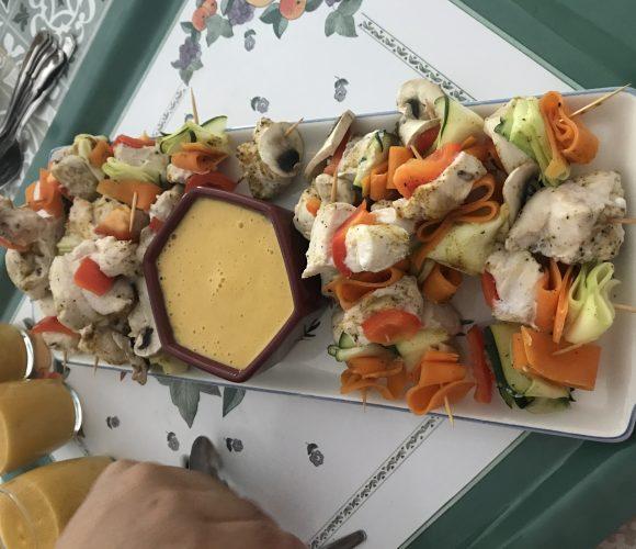 Brochette de poulet tagliatelles de legumes