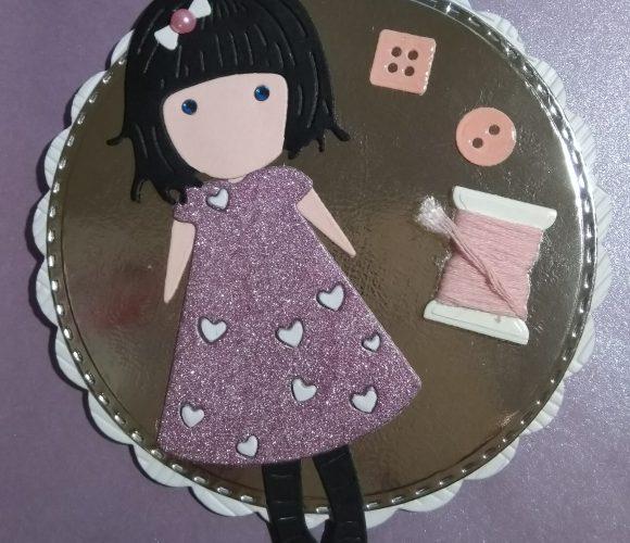Carte d'anniversaire pour une jeune fille qui fait de la couture