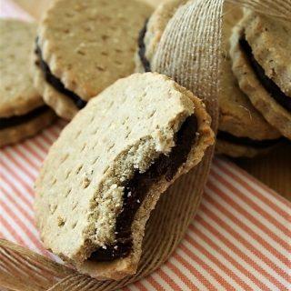 Biscuits fourrés au chocolat ou BN sans gluten, sans lait, sans oeufs