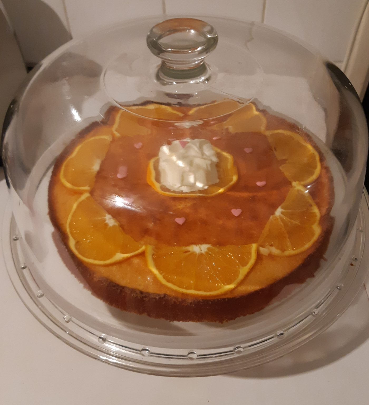 Plat à tarte avec cloche et recette du gâteau d'enfance à l'orange de