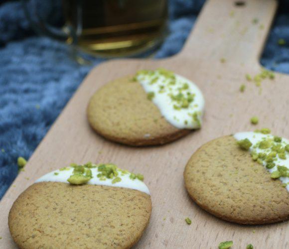 Biscuits aux épices, chocolat blanc et pistaches