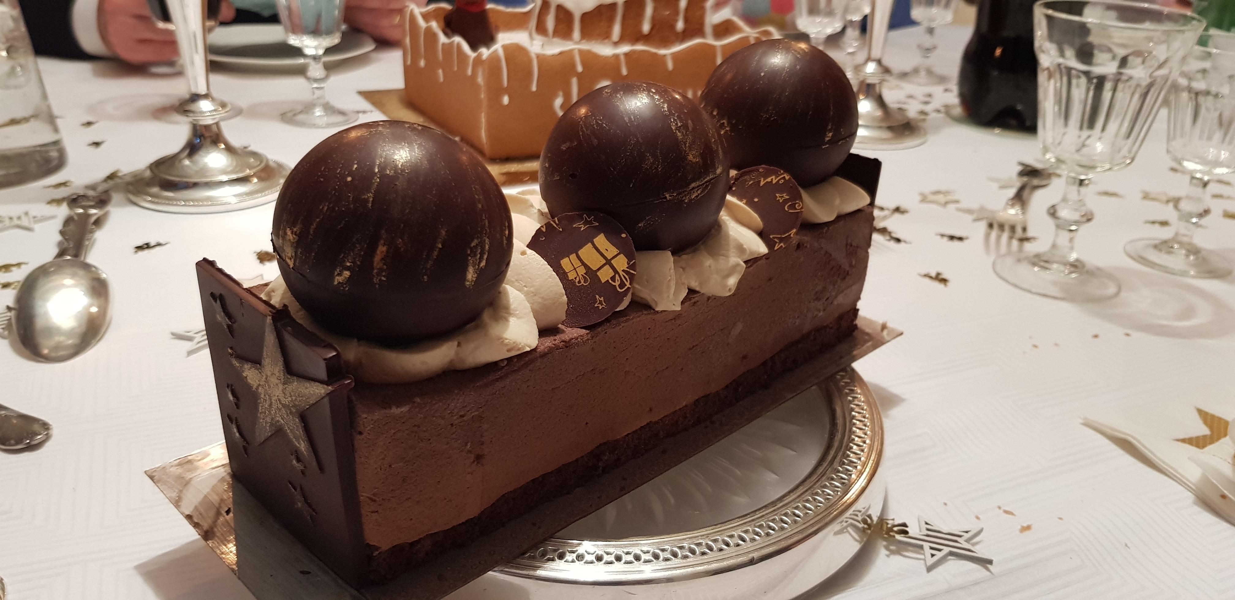 Bûche chocolats praliné