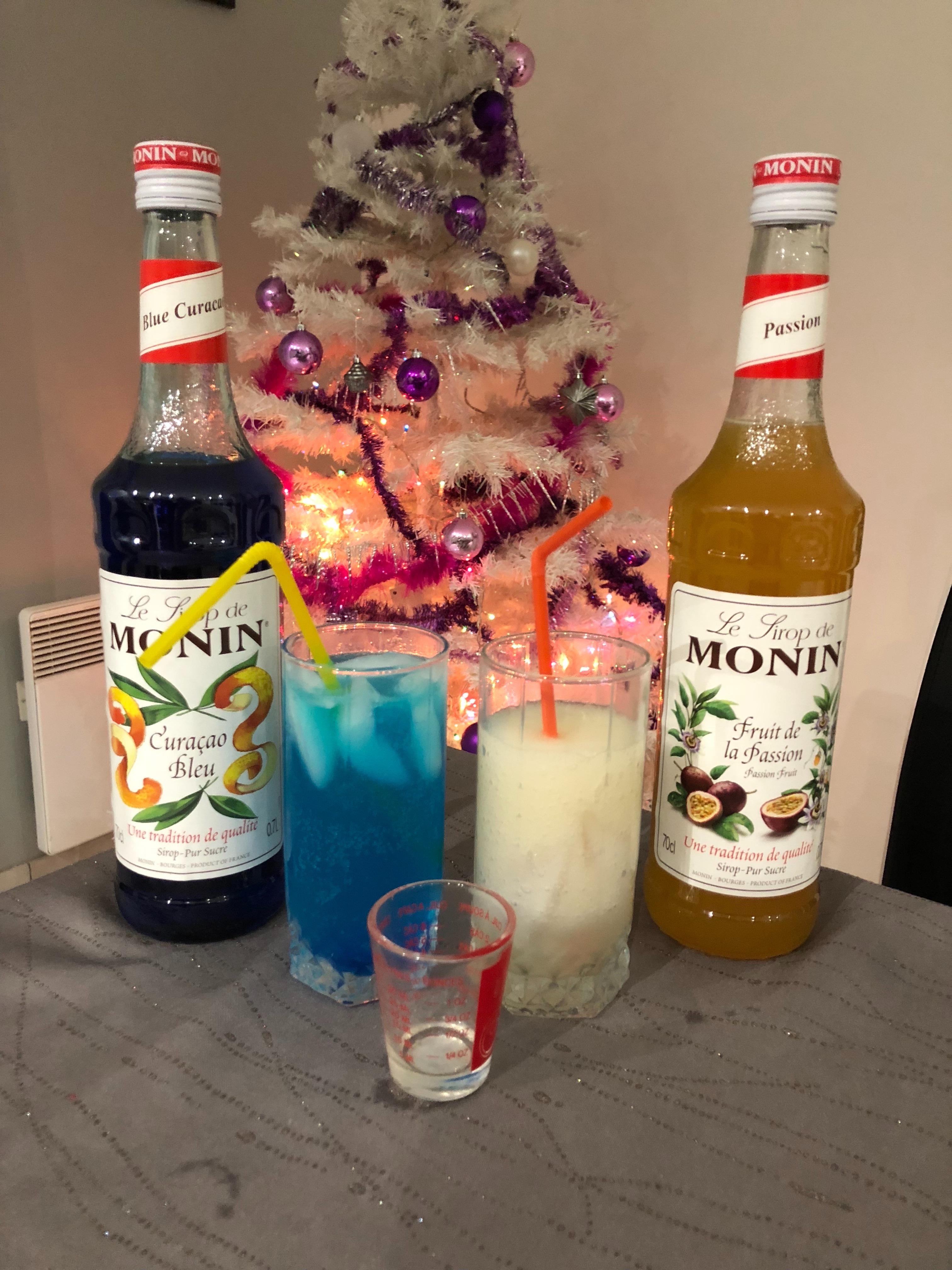 """J'ai testé pour vous le sirop de """"MONIN"""" au curaçao bleu et au fruit de la passion"""