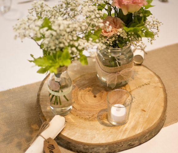 Décoration mariage blanc, rose poudré et toile de jute