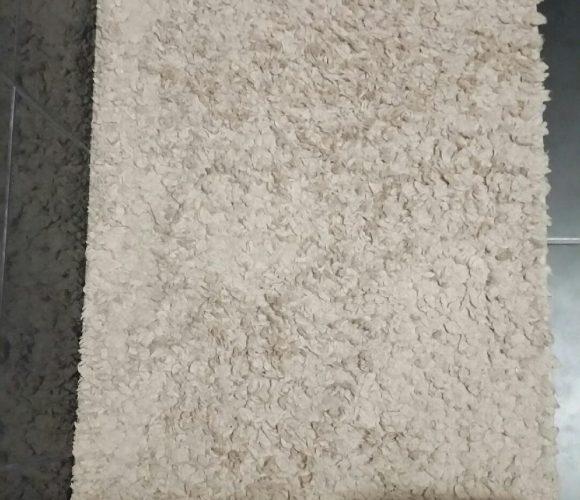 Mon tapis de bain beige tufté