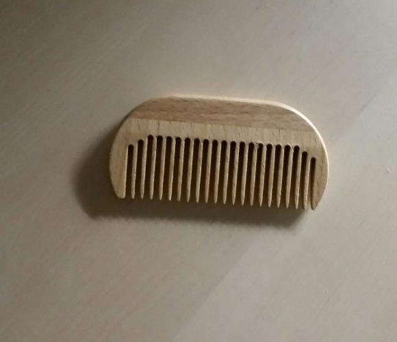 Le peigne à barbe en bois de « Men's grooming » pour mon barbu