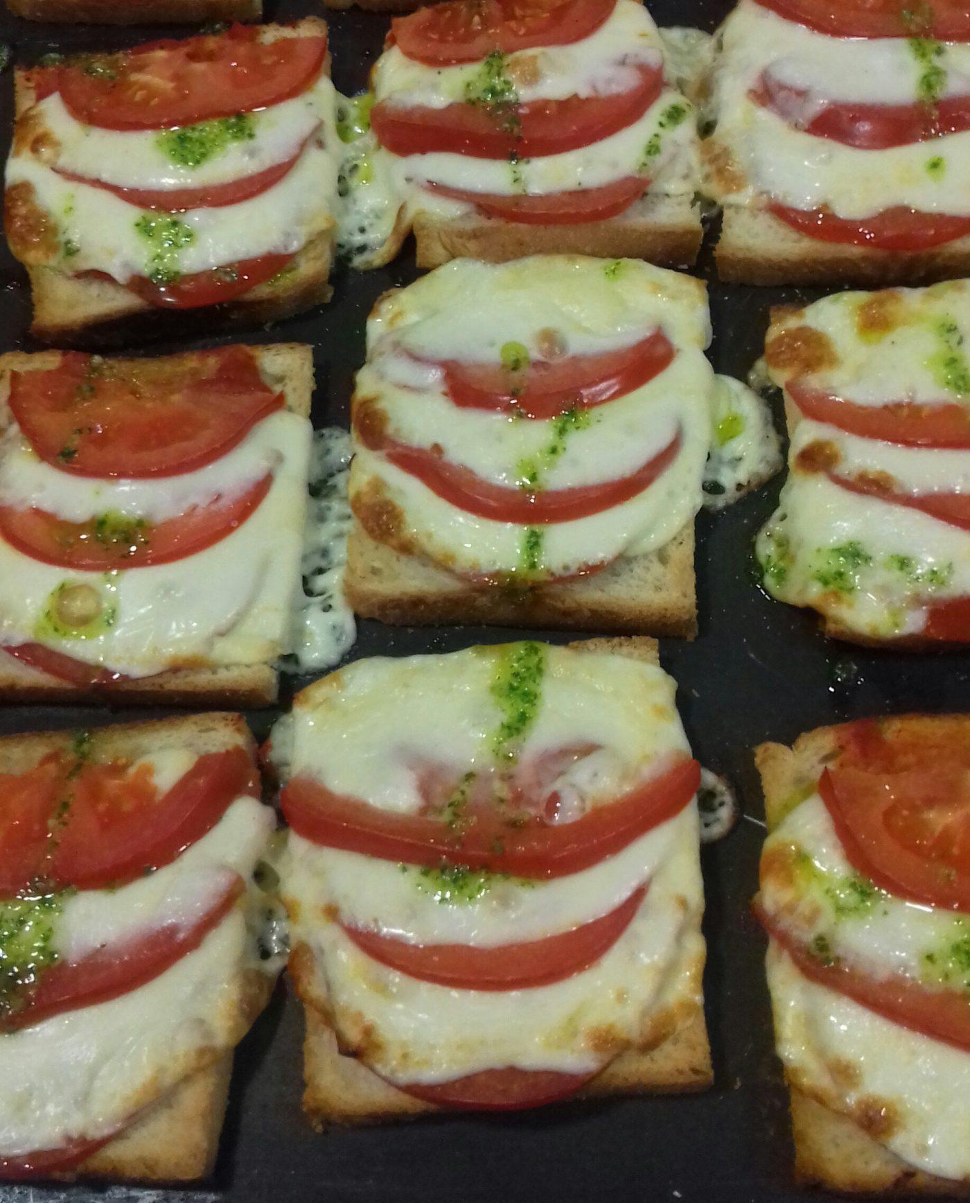 Biscottes salées tomates mozza pesto