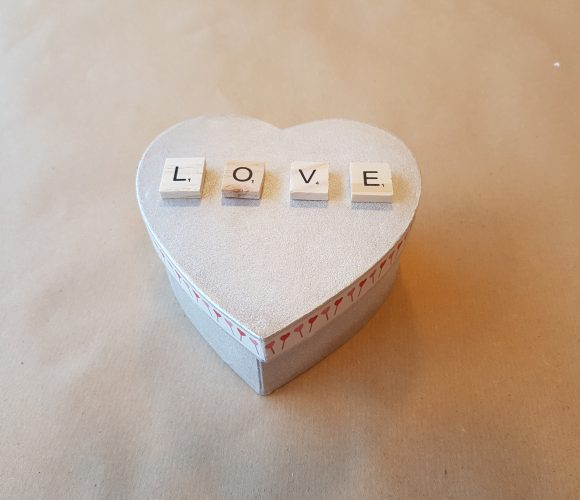 J'ai testé pour vous customisation d'une boîte coeur en papier mâché