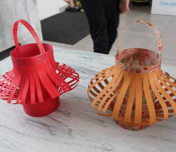 Création avec les enfants de lanterne en papier