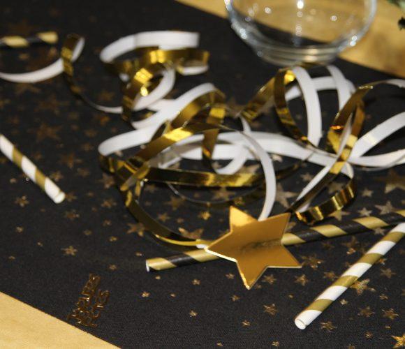 Décoration table jour de l'an «or et noir»