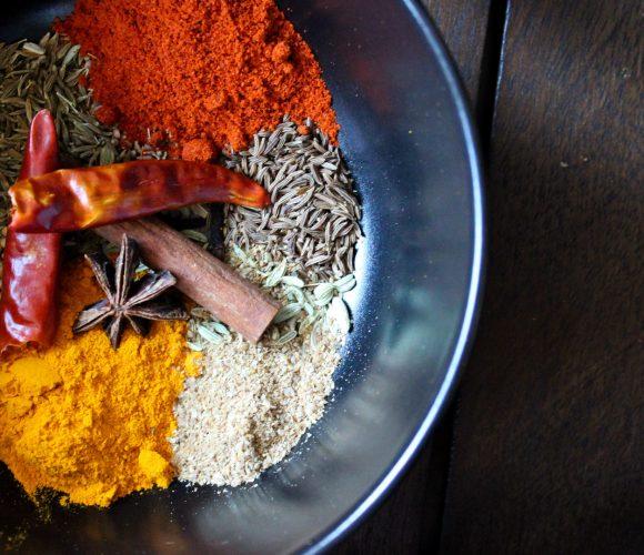 Faire son épice curry maison, c'est simple!
