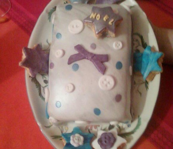 Gâteau de Noël magique avec de la pâte à sucre