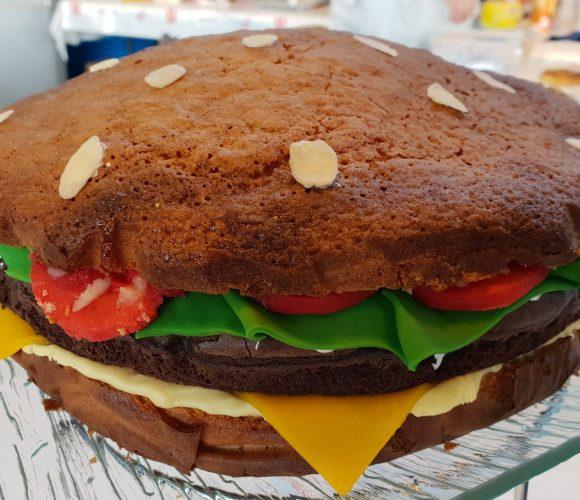 Gâteau Burger  !!!  mais  tout sucré ….