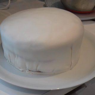 J'ai testé pour vous pâte à sucre blanche petit pain de patisdecor