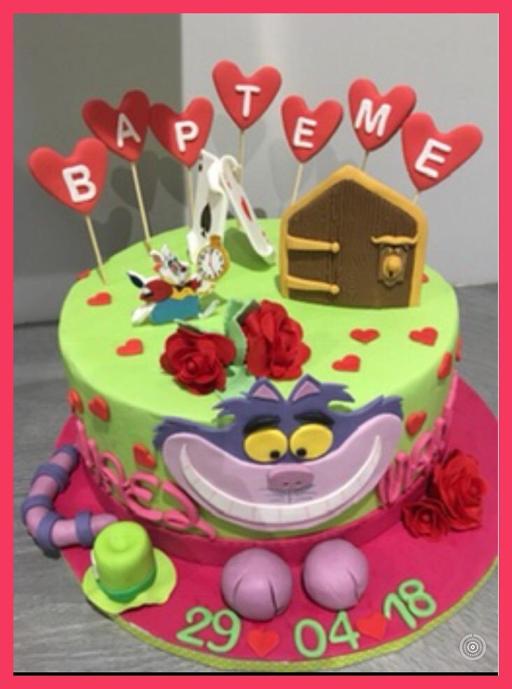 Gâteau de baptême sur le merveilleux thème Alice Au Pays Des Merveilles
