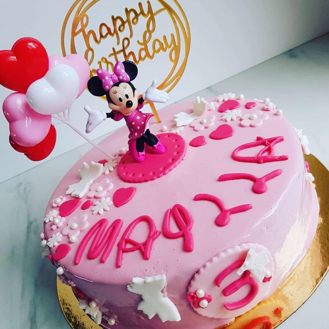 Gâteau d'anniversaire sur le thème Minnie