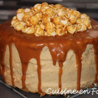 Layer cake aux pommes et caramel au beurre salé
