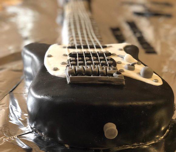 Guitare électrique (molly cake vanille + fraise)