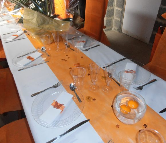 Décoration de table orange et ivoire