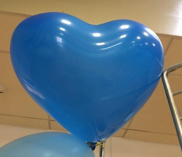 J'ai testé pour vous les ballons coeur bleu de la marque Ballonpub