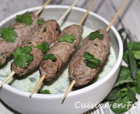 Kefta à la sauce au yaourt et au concombre